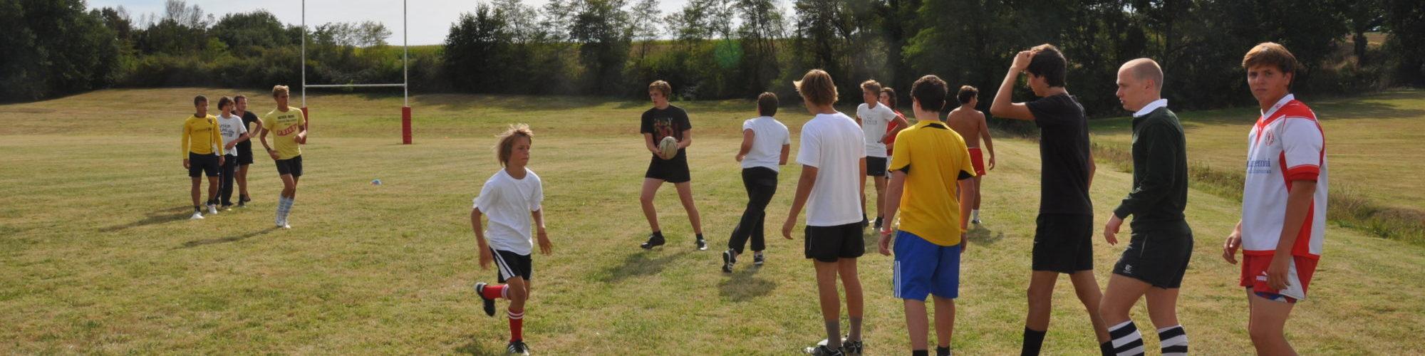 Groupe de jeune en train de faire du sport au chateau vaillant internat college lycee esport