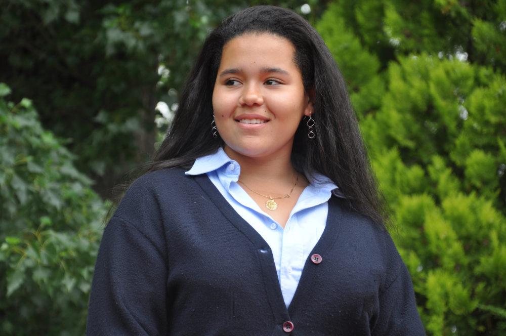 jeune fille en uniforme au chateau Vaillant internat college lycee esport