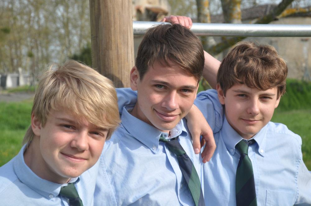 groupe d'eleve en uniforme au chateau Vaillant internat college lycee esport