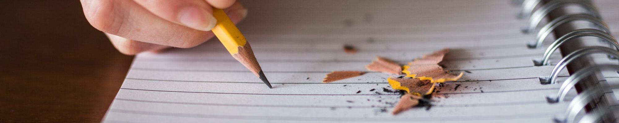 crayon a papier sur feuille au chateau Vaillant internat college lycee esport