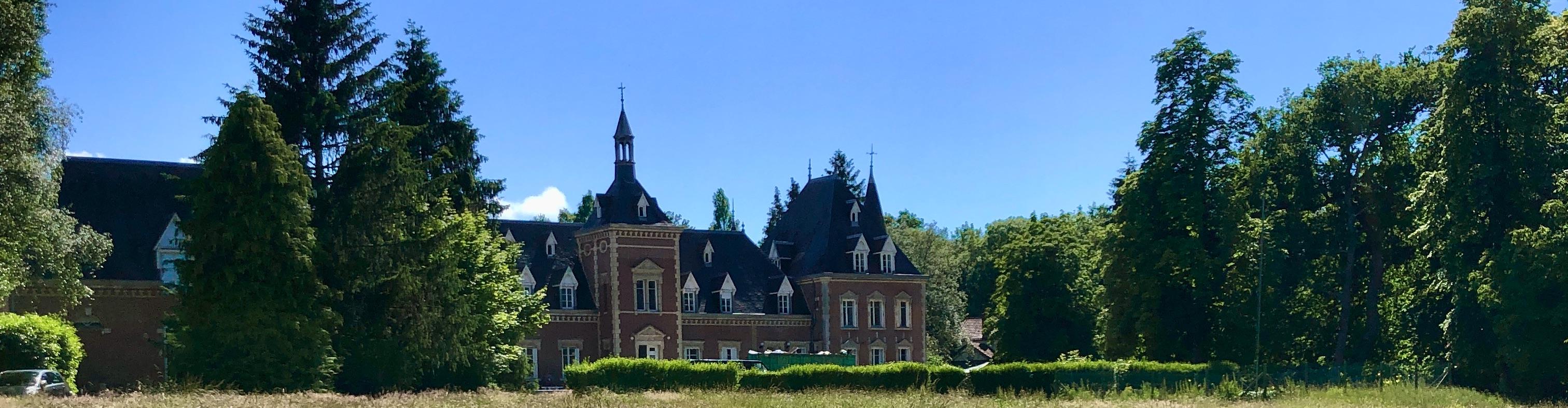 panorama façade avant château