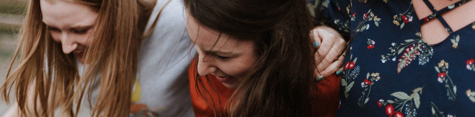 groupe de fille en train de sourire au chateau Vaillant internat college lycee esport